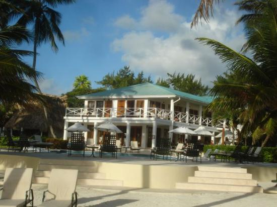 Victoria House Resort & Spa: Main pool and dining areas