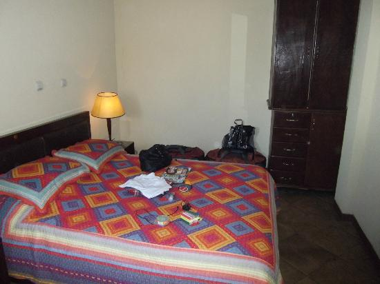 The Lion's Den Hotel: Room