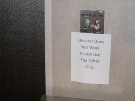 Holiday Inn Burbank: Elevator out of order