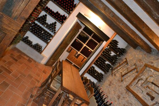Podere Campriano: Wine cellar / breakfast room