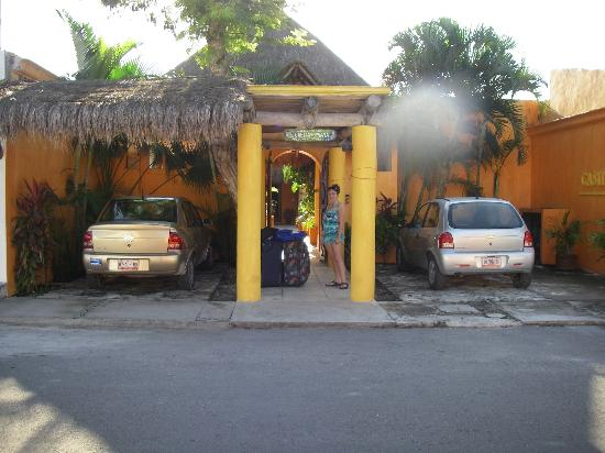 Casita de Maya: Front of the hotel