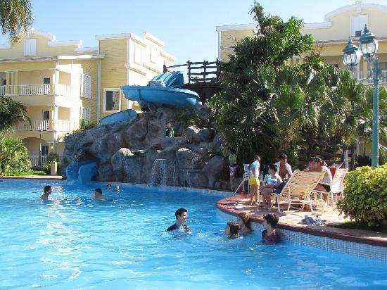 Telamar Resort : Glissoires à la piscine