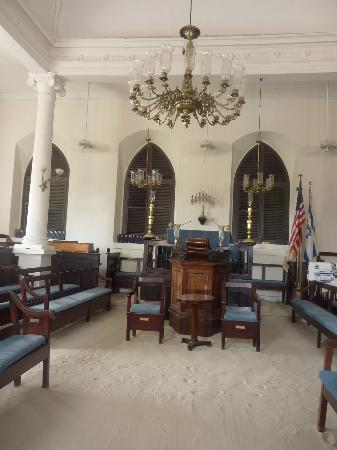 Beracha Veshalom Vegimulth Hasidim Synagogue: Inside the synagogue.  Sand on the floor