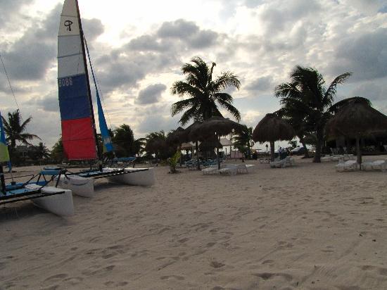 Luna de Plata . Hotel: beach in front of hotel