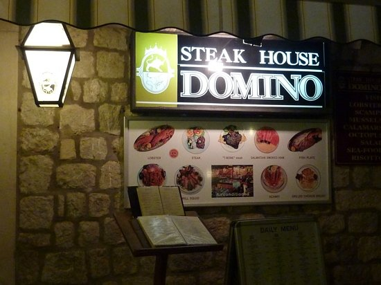 Restaurant Steakhouse Domino : Outside Steak House Domino