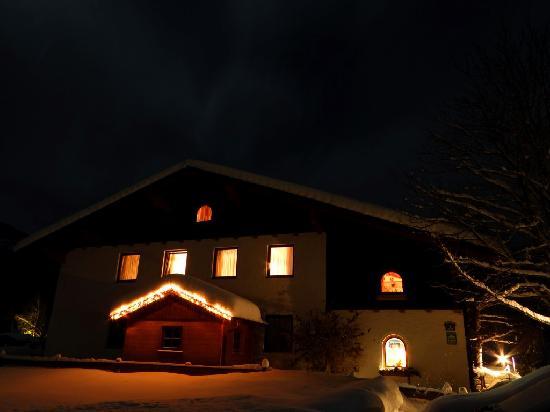 Gaestehaus Christl: Gästehaus Christl at night