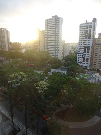Radisson Hotel Curitiba: Morning from the 9th floor (front side)