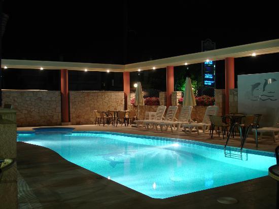Hotel Venus: pool area in night view
