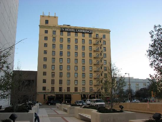 La Quinta Inn & Suites Dallas Downtown: Front of the Lawrence