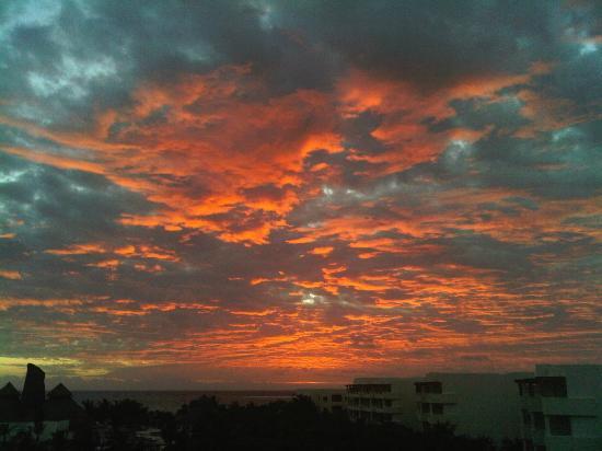 Secrets Maroma Beach Riviera Cancun: Sunrise view from my room