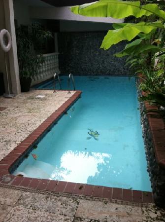 Oceana Hostal Playero: decent pool hiding from the sun
