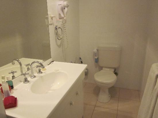Parkville Place Apartments : Good bathroom