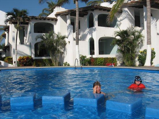 Casablanca Alamar: Pool and rooms.