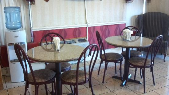 Canton, MS: limited breakfast seating
