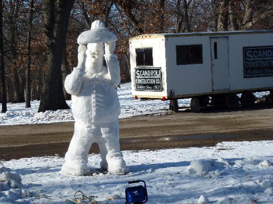 Sinnissippi Park: Snow Sculpting at Sinni 3
