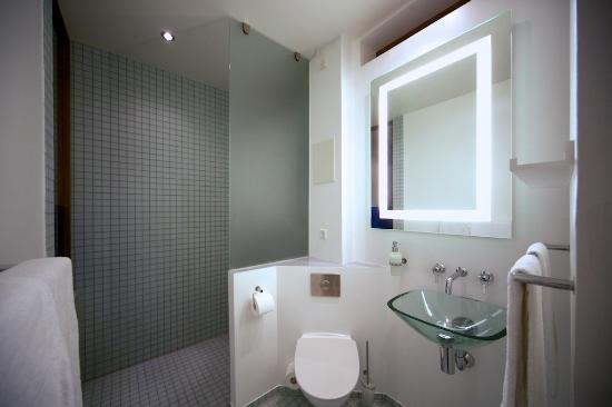 CPHLIVING Floating Hotel: Bathroom