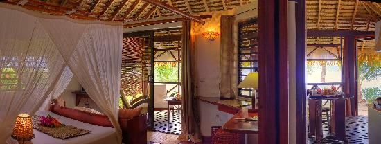 Tahaa, French Polynesia: FARE PEA ITI suite plage