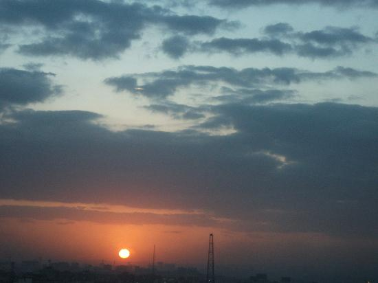 Staybridge Suites Cairo-Citystars: Sun rise from my suite
