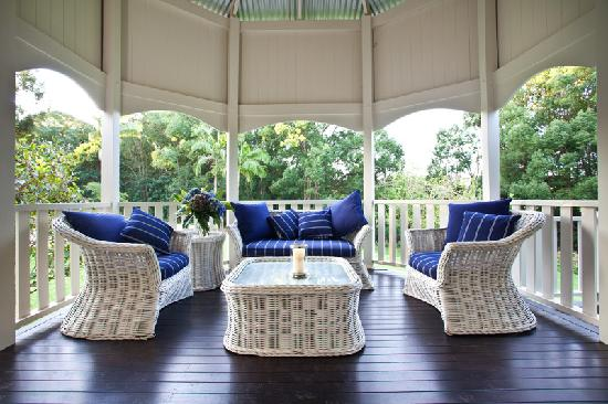Bangalow Guesthouse: Wide verandahs with river views
