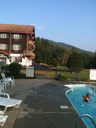 Swiss Chalets Village Inn: view from pool to room building
