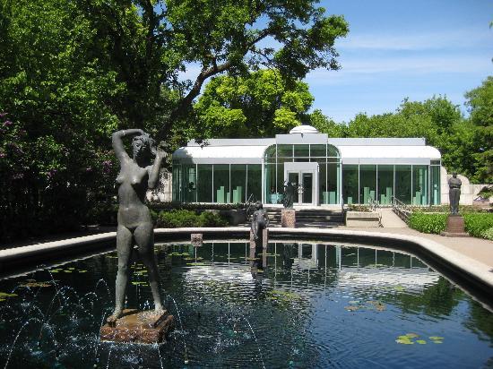 Leo Mol Sculpture Garden : Serene!