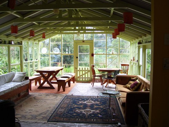 Fossil Bay Lodge: The shared lounge