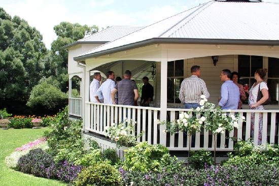 Bangalow Guesthouse: Verandah entertaining