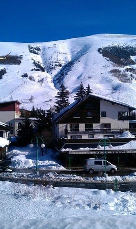 Les Airelles: The view from out balcony up the main mountain - excellent :)