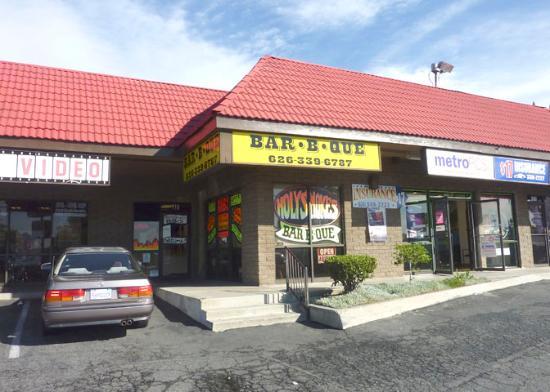 เวสต์โควีนา, แคลิฟอร์เนีย: Holy smokes Bar-B-Que