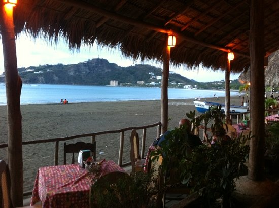 Where to Eat in Playa Maderas: The Best Restaurants and Bars