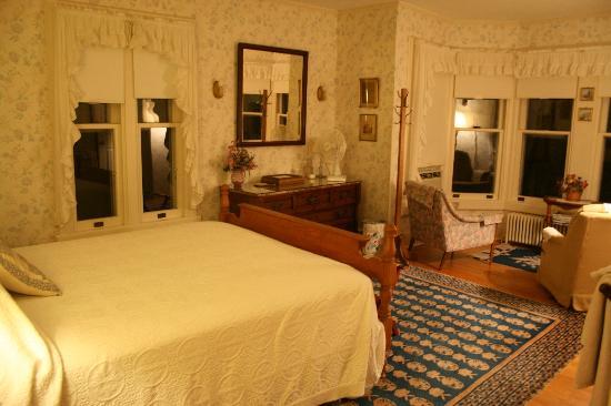 Baldwin Hill Farm Bed and Breakfast: Bay Window Room