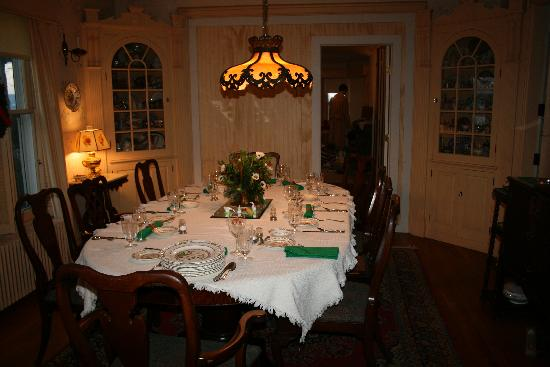 Baldwin Hill Farm Bed and Breakfast: Formal dining room for Breakfast