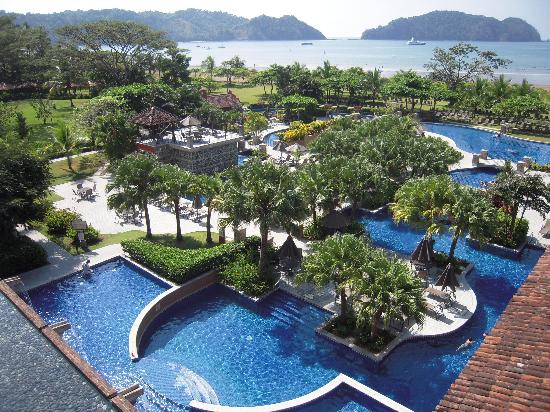 Los Suenos Marriott Ocean & Golf Resort: The pool and bay beyond