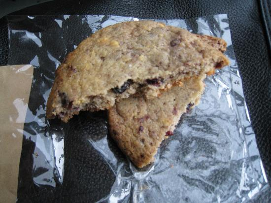 Momofuku Milk Bar: blueberry & cream cookie