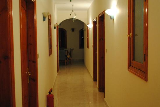 New Memnon Hotel: The corridores for New Memnon