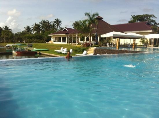 Tamaraw Beach Resort: swimming pool