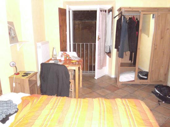 A Via dei Giubbonari 23: Our lovely room in this affordable B&B