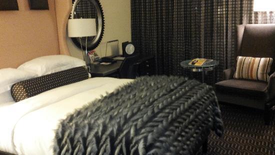 Kimpton Nine Zero Hotel: cute room!