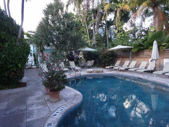 Marquesa Hotel: Second pool, with garden