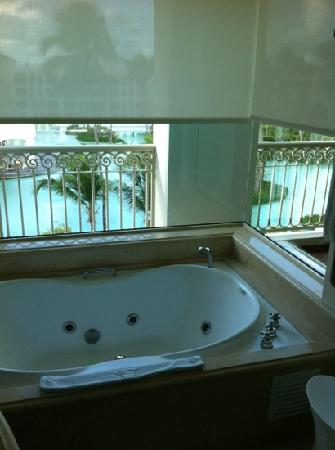 Iberostar Grand Hotel Bavaro: whirlpool tub with a view