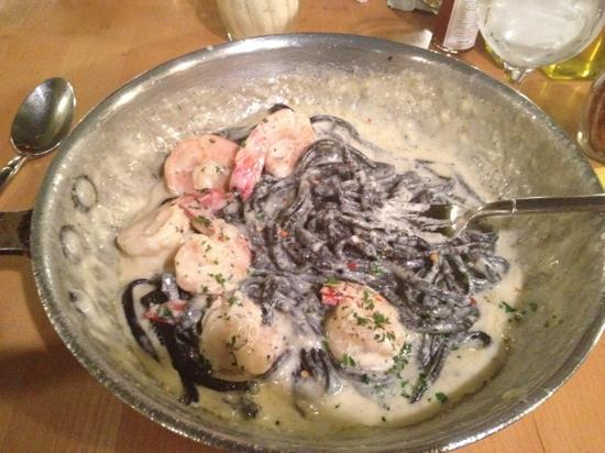 black pasta with shrimp - picture of the daily catch, brookline