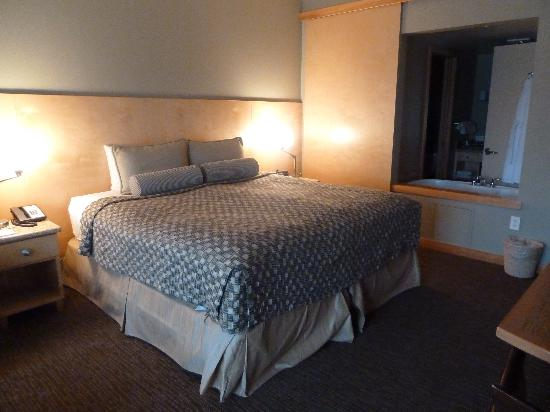 Friday Harbor House: The King Suite
