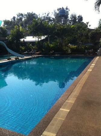 B.M.P. Residence: relax by the pool