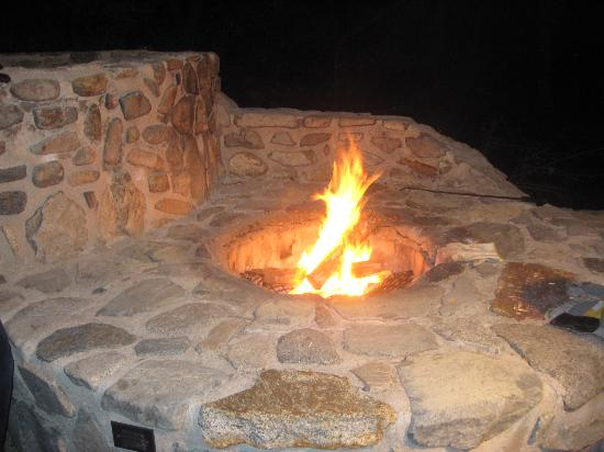 Chuparosa Inn Bed and Breakfast: Cozy fire pit