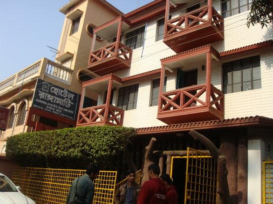 Ranga Mati Tourist Lodge: The Hotel - Front