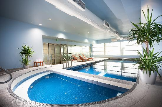 Parkroyal melbourne airport 2017 prices reviews photos - Victoria park swimming pool price ...