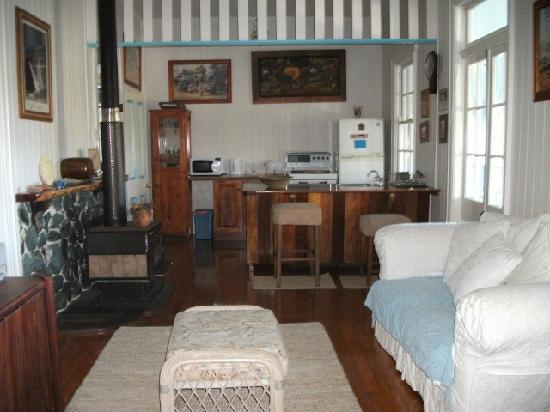 Samford Lakes Accommodation : The Cottage has 4 double bedrooms