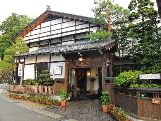 Oyado Yamakyu: 東山寺院街に佇む外観