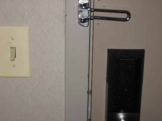Holiday Inn Budd Lake-Rockaway Area: no security lock