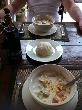 Swiss Chalet : Tom Kha Gai coconut soup with chicken